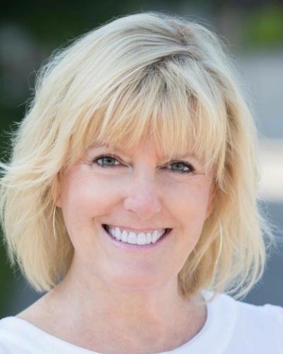 Executive Coach Bio Portrait of Terrie Ten Eyck in Minneapolis, Minnesota, with Executive Coaching Connections, LLC